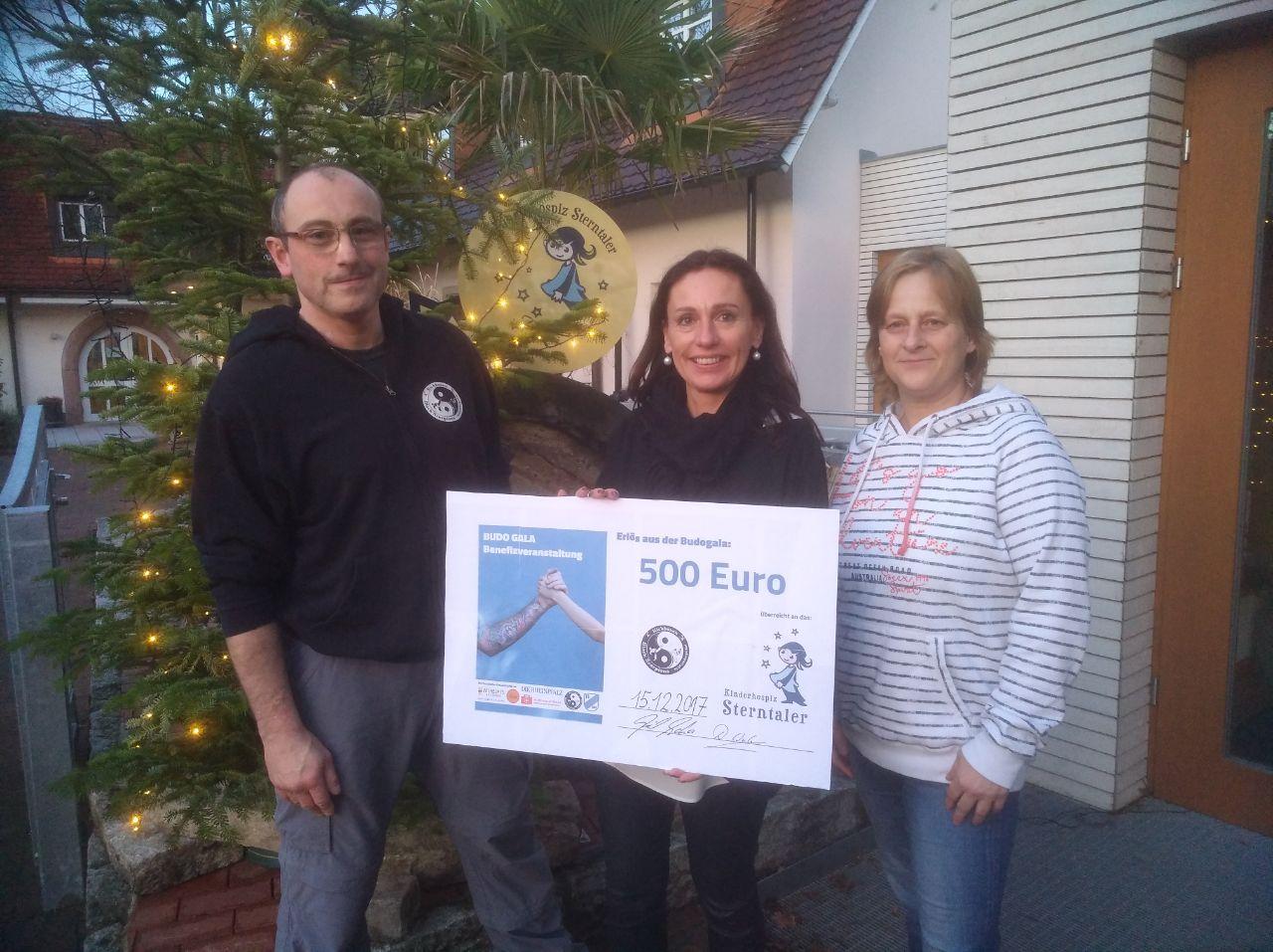 Übergabe Spenden von Budogala
